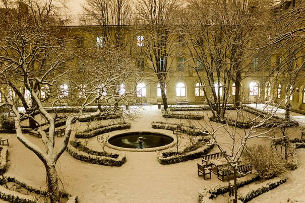 The court of the Ecole Normale Superieure in winter.